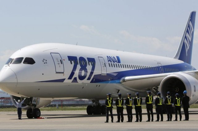 Un Boeing 787... (Photo Yuya Shino, Reuters)