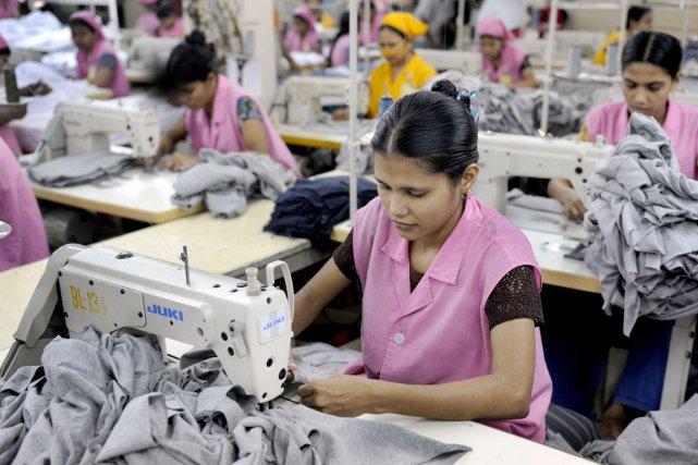 Le Bangladais est le deuxième plus grand atelier... (PHOTO MUNIR UZ ZAMAN, AFP)