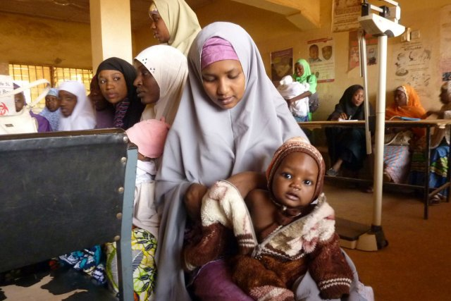 Les faux médicaments sont très répandus au Nigeria... (PHOTO BEN SIMON, ARCHIVES AFP)