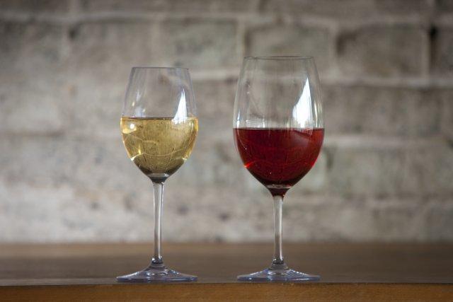 Boire son vin dans de belles coupes, même lorsqu'on est en camping ? C'est... (PHOTO ANDRÉ PICHETTE, LA PRESSE)