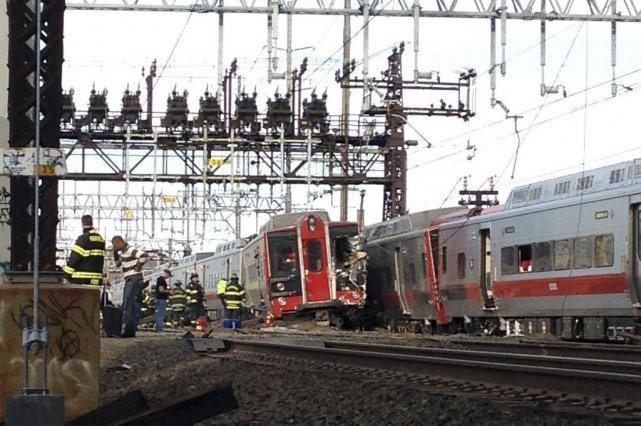 La collusion s'est produite entre un train qui... (Photo Christian Abraham, Associated Press/The Connecticut Post)