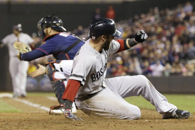 Dustin Pedroia a marqué le point de la... (Photo : Jim Mone. AP)