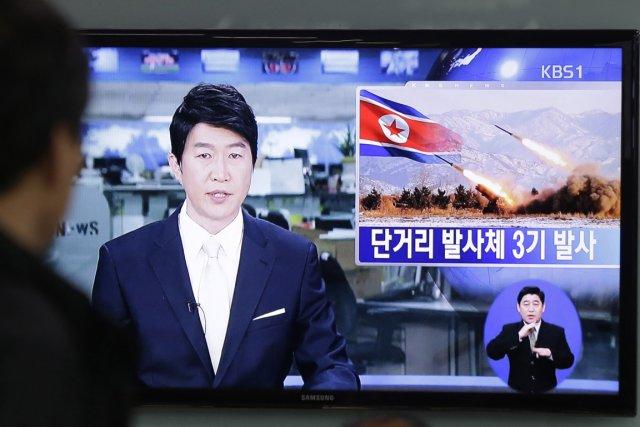 Pyongyang a tiré deux missiles en matinée samedi,... (Photo : Ahn Young-joon, AP)