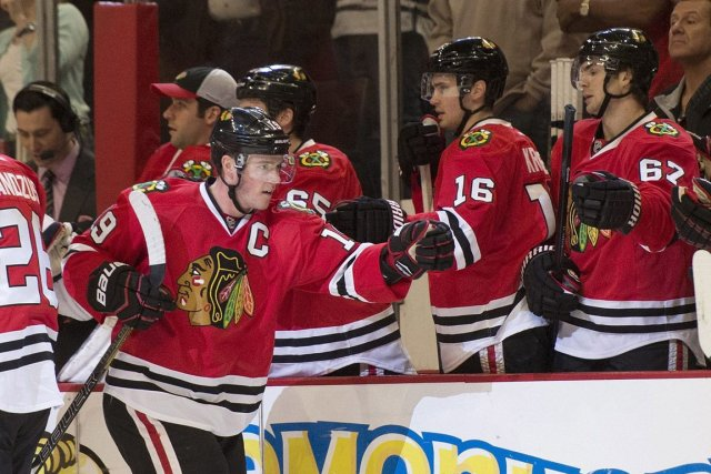 Jonathan Toews est devenu le capitaine des Blackhawks... (Photo : Brian Kersey, AP)