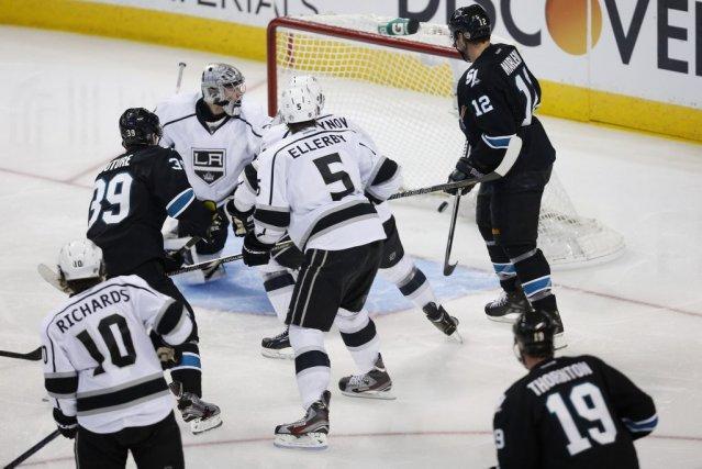Les Sharks lors du but victorieux de Logan... (STEPHEN LAM, Reuters)