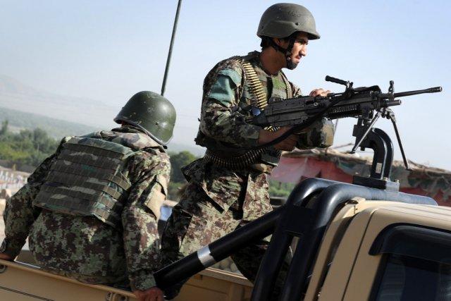 Les forces afghanes prennent graduellement la responsabilité de... (PHOTO ROMEO GACAD, AFP)
