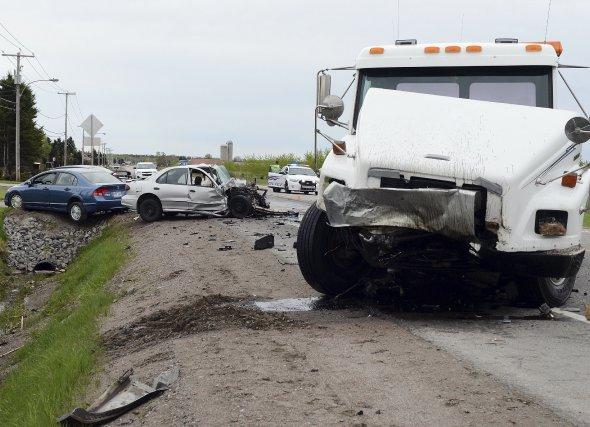 Une collision frontale a fait un blessé grave... (Photo Jeannot Lévesque)