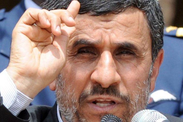 Le président Mahmoud Ahmadinejad se rendait dans une... (Photo d'archives)