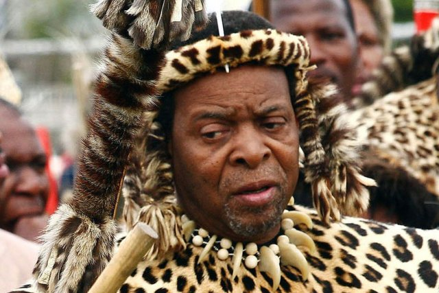 Le roi des Zoulous Goodwill Zwelithini... (PHOTO RAJESH JANTILAL, AFP ARCHIVES)