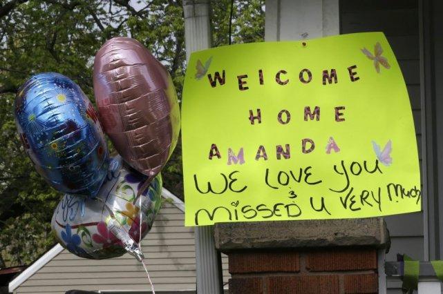 Les trois jeunes femmes ayant été retenues prisonnières dans une maison de... (Photo Tony Dejak, Associated Press)