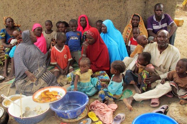 Des réfugiés nigérians àMaïnari au Cameroun veulent «la... (PHOTO AFP)