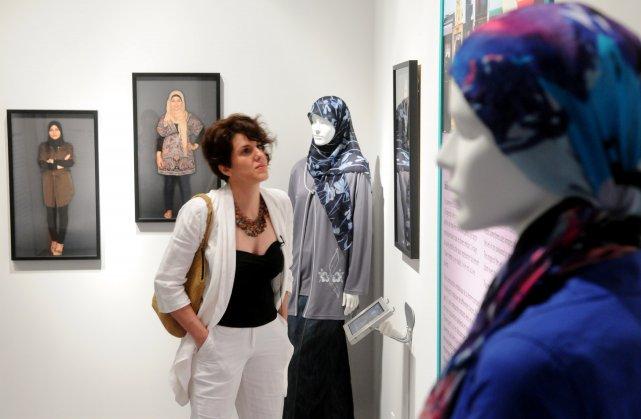 Djemila Benhabib a visité l'exposition Et Voilà! Le... (Photo: François Gervais)