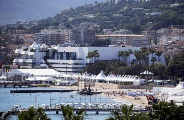 Une vue de la Croisette à Cannes.... (PHOTO ARCHIVES REUTERS)