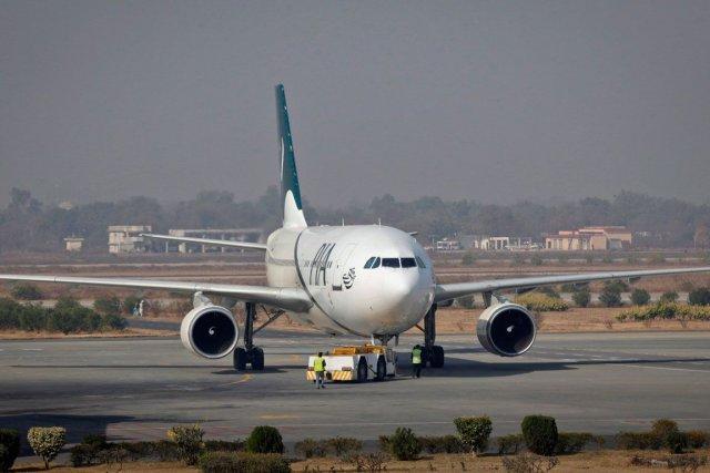 Un avion de ligne de la compagnie Pakistan... (PHOTO MOSHIN RAZA, ARCHIVES REUTERS)