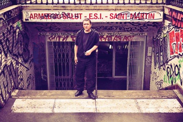 Christophe Desmoulin, travailleur de rue à Paris... (PHOTO MAXIME DUMONT (URBANIA))