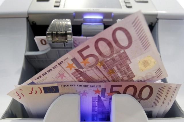 Vers 5h15 (heure de Montréal), la monnaie unique... (Photo Pascal Lauener, archives Reuters)
