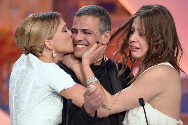 Le réalisateur Abdellatif Kechiche et ses actrices Adèle... (Agence France-Presse)