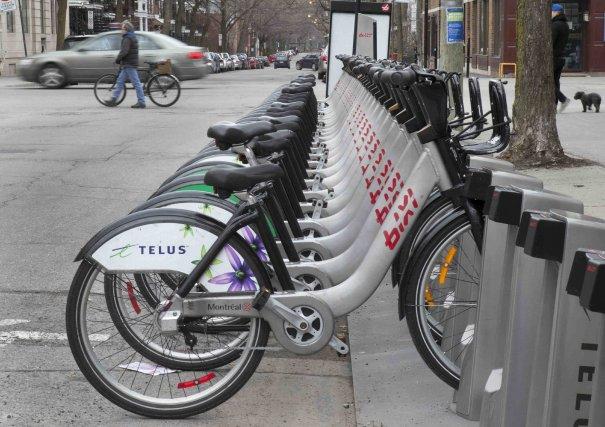 Les vélos libre-service BIXI sont disponibles à Montréal... ((Archives))