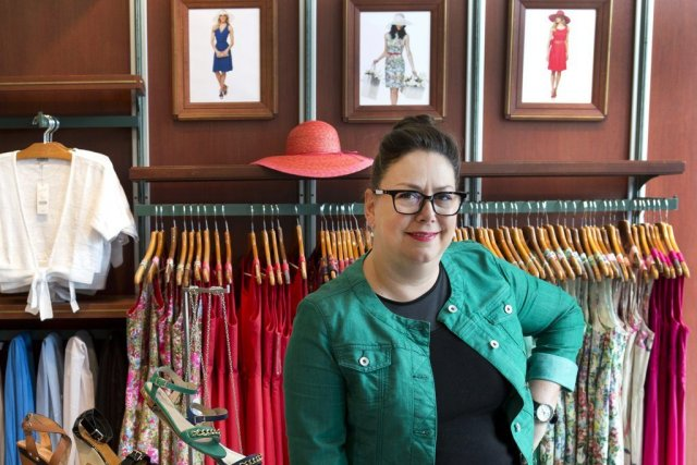 Sylvie Jodoin, gérante et vendeuse au magasin Tristan... (PHOTO ROBERT SKINNER, LA PRESSE)
