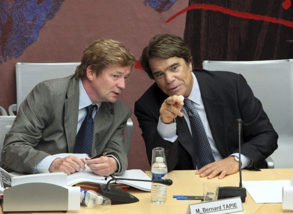 Bernard Tapie (à droite) et son avocat Maurice Lantourne... (Photo archives AFP)