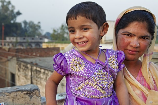 Satnam Kaur et sa fille Laxmi, 2 ans.... (Photo Martin Leblanc, La Presse)