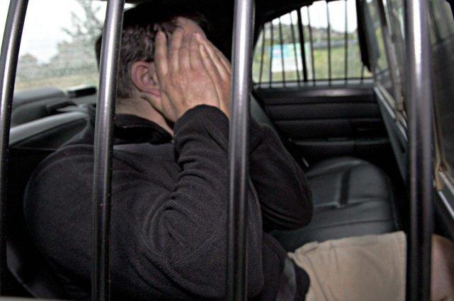 Les suspects ont été amenés vers les quartiers... (Photo Patrick Sanfaçon, La Presse)