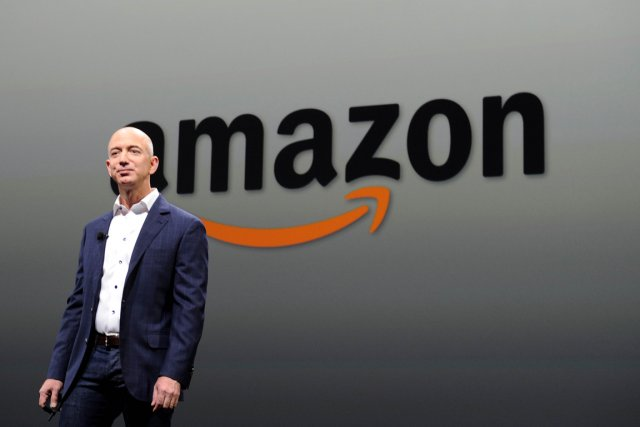 Le président d'Amazon.com Jeff Bezos.... (PHOTO JOE KLAMAR, AFP)