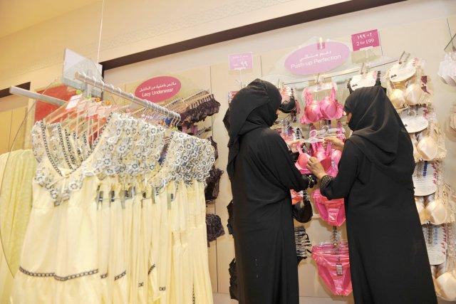 Les Saoudiennes sont de pus en plus nombreuses... (PHOTO AMER HILABI, ARCHIVES AFP)