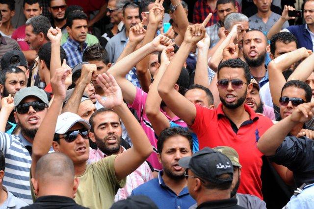 La colère était palpable à Kairouan, des dizaines... (PHOTO SALAH HABIBI, AFP)