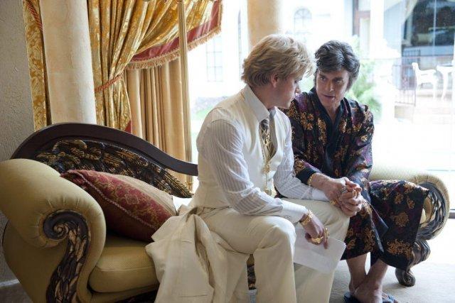 Michael Douglas et Matt Damon dans Behind the... (Photo: AFP)