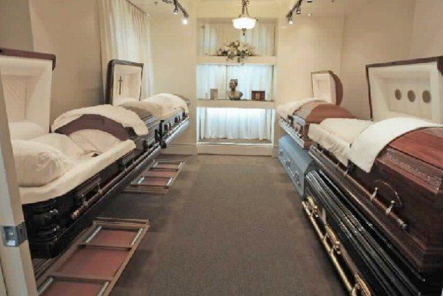 À cause du vieillissement de la population, l'industrie funéraire...