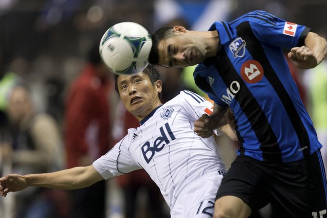 Young-Pyo Lee et Andres Romero, dans le match... (Photo : Darryl Dyck, PC)