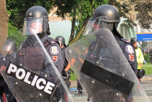 Le policier Glenn Weddell (qu'on peut voir à... (Photo La Presse Canadienne)