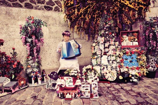 Séverine Lavaux, accordéoniste à Montmartre... (PHOTO MAXIME DUMONT (URBANIA))
