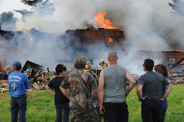 Les employés ont assisté, impuissants, à la démolition... (photo: sylvain mayer)