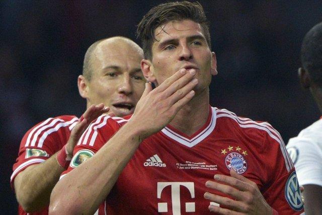 Arjen Robben et Mario Gomez.... (Photo Johannes Eisele, Agence France-Presse)