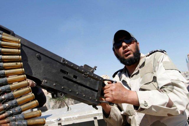 Les rebelles majoritairement sunnites, appuyés par des États... (PHOTO HAMID KHATIB, REUTERS)