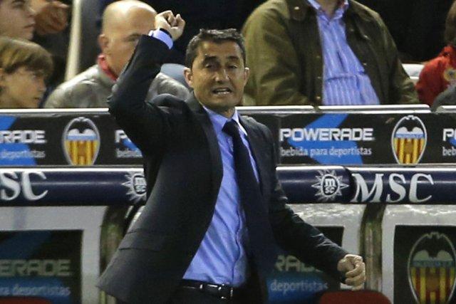L'entraîneur de Valence Ernesto Valverde... (PHOTO JOSE JORDAN, ARCHIVES AFP)