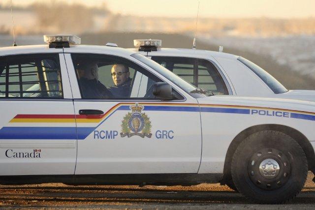 Un officier de la protection de la faune de la Saskatchewan qui s'est arrêté... (Photo Dan Riedlhuber, archives Reuters)