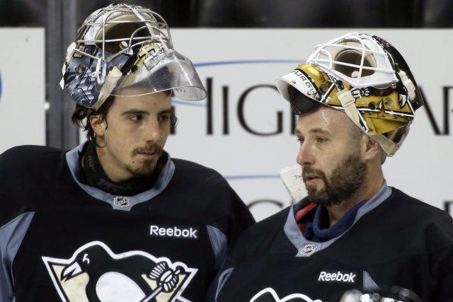 Qui sera le gardien des Penguins ce soir,... (Photo Keith Srakocic, AP)