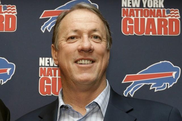 L'ancien quart-arrière vedette des Bills de Buffalo, Jim... (Photo David Duprey, archives Associated Press)
