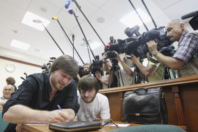 Les trois frères tchétchènes, Roustam, Ibraguim (à droite)... (PHOTO MAXIM SHEMETOV, REUTERS)