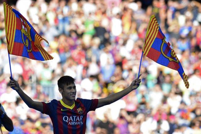 L'attaquant brésilien Neymar a été recruté par le... (Photo Lluis Gene, AFP)