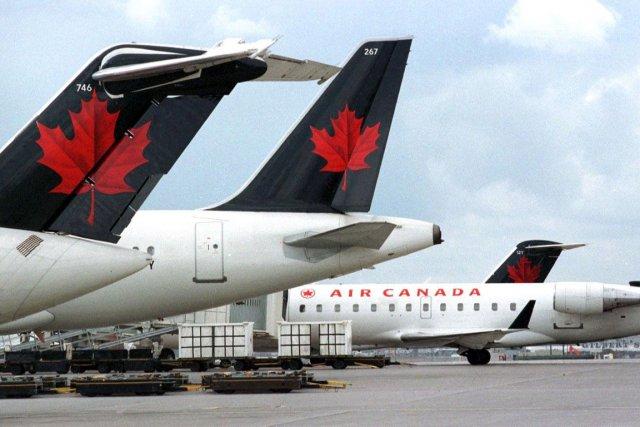Un avion d'Air Canada a dû effectuer un atterrissage d'urgence lundi soir à... (Photo Thomas Cheng, AFP)