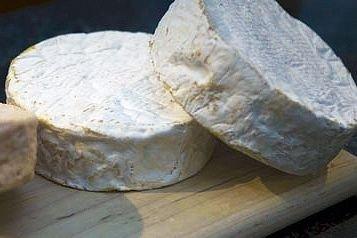 Un Québécois qui veut manger du fromage fabriqué... (Photo André Pichette, archives La Presse)