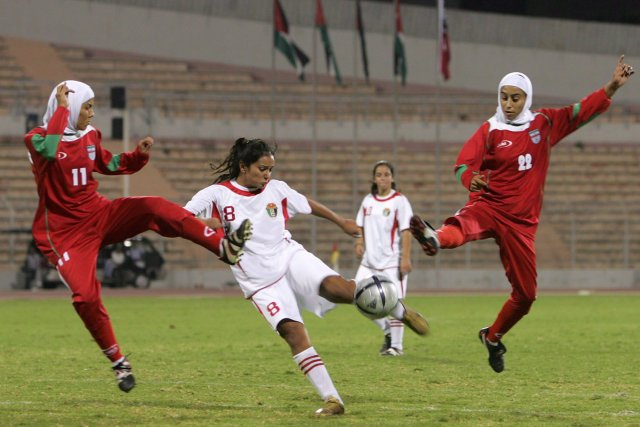 Les joueuses de soccer Saedeh Ahmadi, Stephanie Al-Naber... (Photo Muhammad Al-Kisswany, Associated Press)