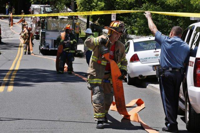 Les pompiers sont immédiatement intervenus.... (PHOTO MIKE SEGAR, REUTERS)