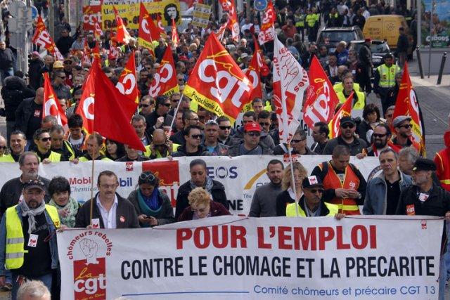 Des français ont manifesté le 9 avril à... (Photo: Reuters)