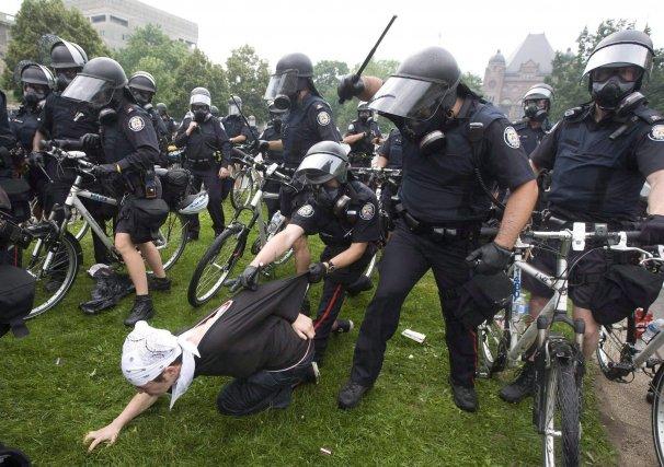 La vaste majorité des quelque 1100 personnes arrêtées... (Photo Darren Calabrese, archives La Presse Canadienne)