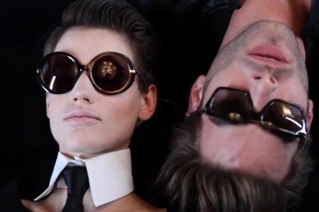 Karl Lagerfeld présente un aperçu de sa campagne... (Photo tirée de YouTube)